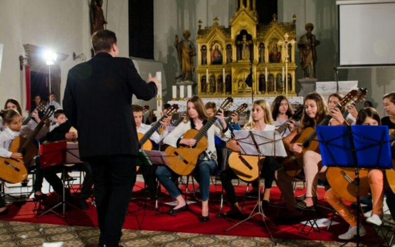 Gitarski orkestar